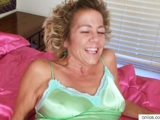 Hairy mature housewife masturbates