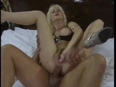 Picture Blonde is here to entertain her partner CLIP