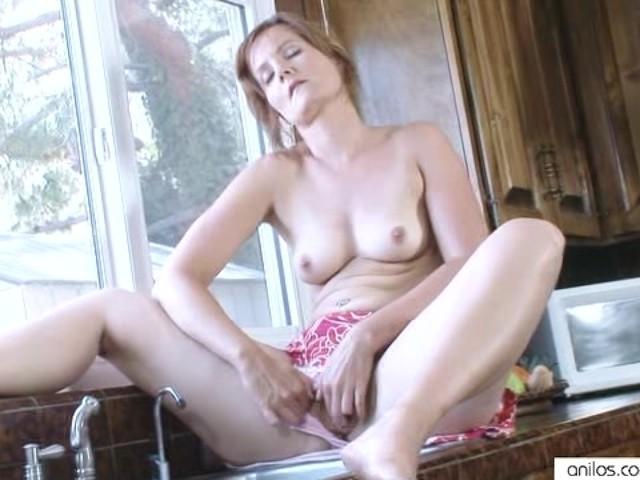 Housewife Water Masturbation Striptease - Free Porn Videos
