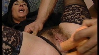Guy fucks hot mature in bed