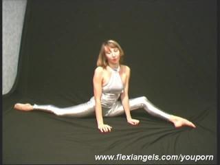 Sretching/ballerina flexible posing clip elza