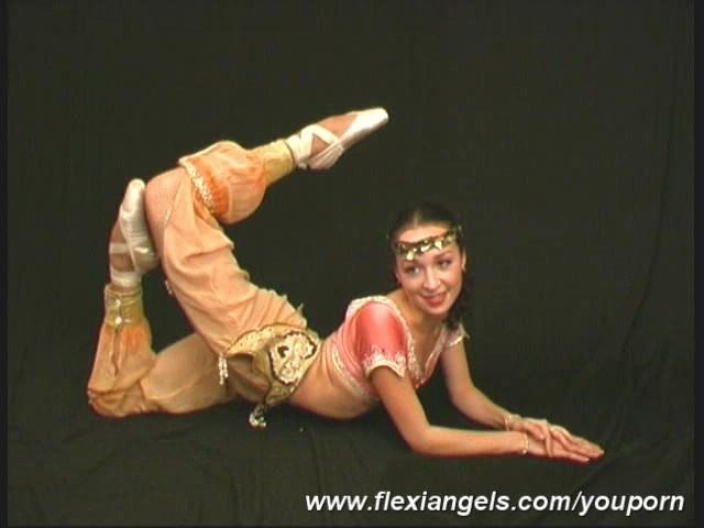 flexibles-nacktes-kung-fu-maedchen-junge-maedchen-fotos