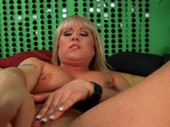 Picture Chubby Lindsay's pussy takes two dildos