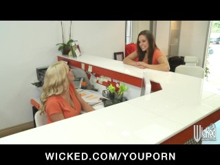 TIGHT PUSSY LICKING YOUNG LESBIAN PORNSTAR FUCK IN