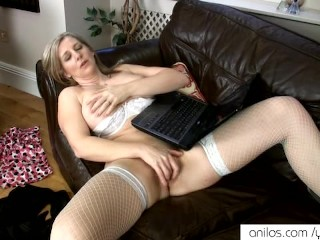 Housewife cums to women online - 15