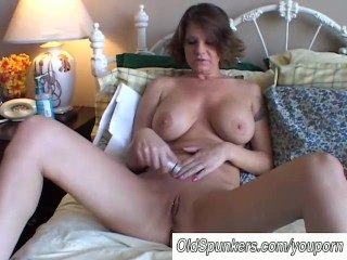Big tits MILF shaves her pretty pussy - 1