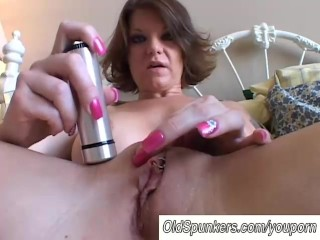 Big tits MILF shaves her pretty pussy - 15