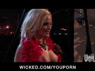 Perky-tit big-ass blonde Pornstar Alexis Texas fucks hard big-dick