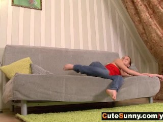 Flexi teen girl with shaved wet pussy fucking on sofa with great enjoyment