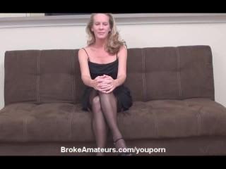Mature amateur girl gets a facial