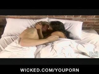 Stunning Asian Keylani-Lei plays with her man between the sheets