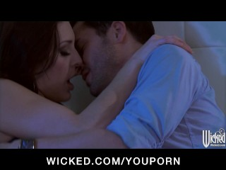 Sexy brunette GF Gracie Glam bounces her big-ass on hard cock