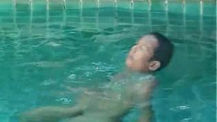 Porn Gay XXX  Bird By The Pool