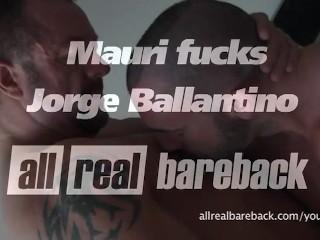 Two Bodybuilders fuck Bareback