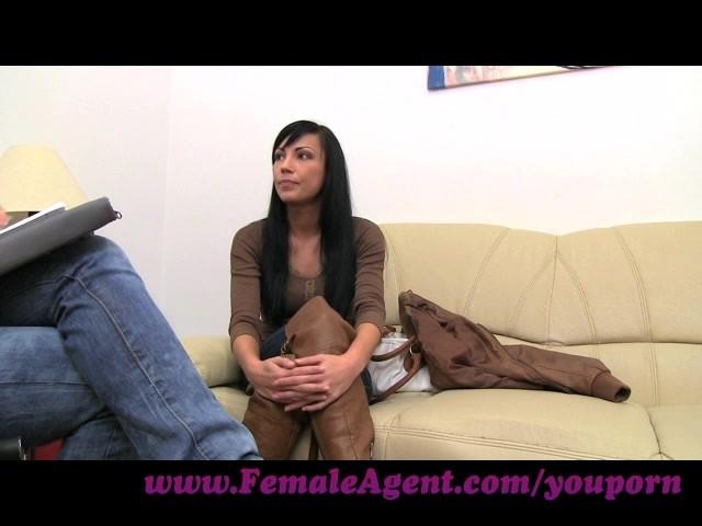 FemaleAgent Debora E73