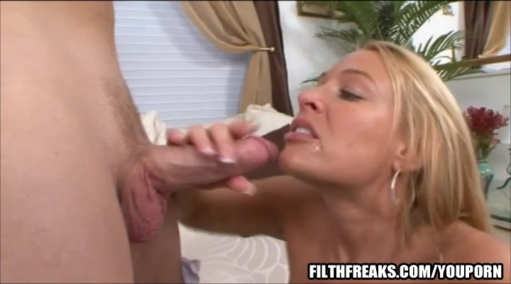 Sheena shaw gripping pussy fucks a dildo