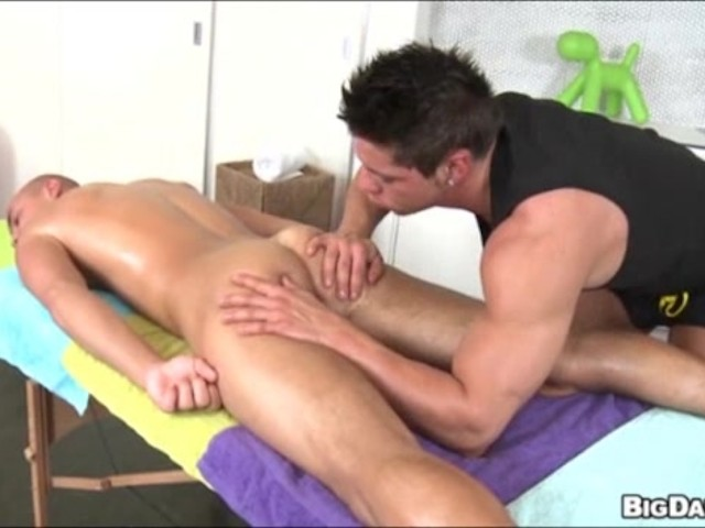 amateur masseuse uses butt sliding on clients dick