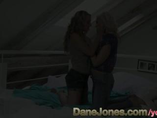 DaneJones HD Amazing blonde gets so wet for sexy lesbian bi girl