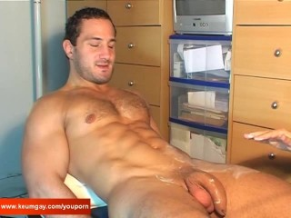 Enzo a real straight hunk guy get wanked his uge cock by a guy !