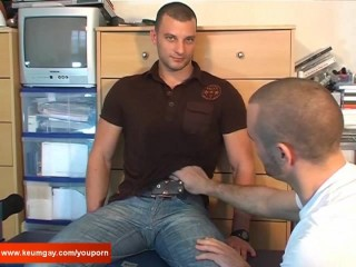 Romain, a real french straight guy serviced: get sucked by a guy !
