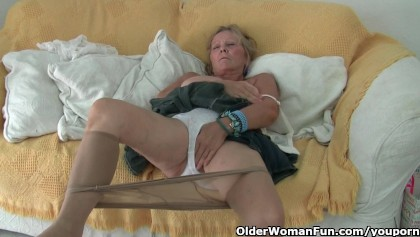 mature amateurs masterbating in silky pantyhose