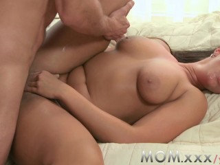 MOM In need of sex Brunette hot mom accumulates creamed