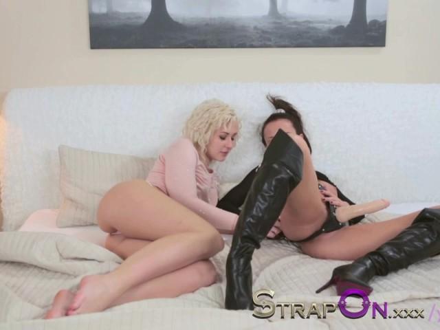 Rough Lesbian Strap Black