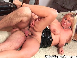 Slutty grandma sucks on dick together with fetches a oral full of cum