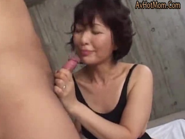 Blonde Milf Blowjob Cum Mouth