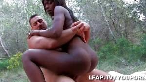 Petite Black Sodomisee Comme Une Chienne Dans Les Bois - Free Porn ...