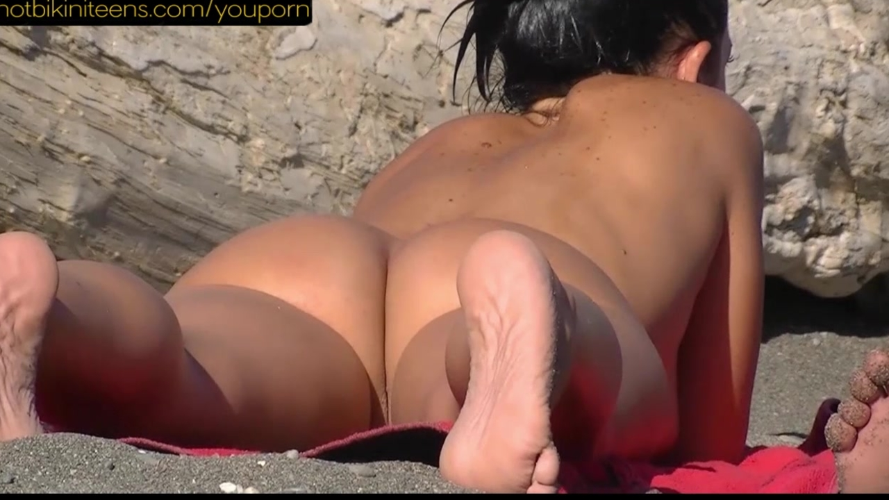 Milf pussy half shaved on the beach