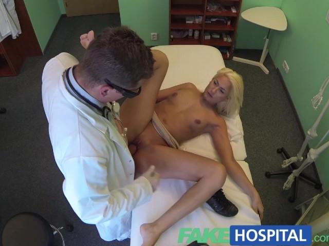 доктор и пациентка получает кайф на кушетке - 8