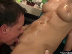 Picture Hot Young Girl 18+ Denise gets oiled pussy f...