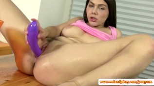 Wam solo babe dildofucking her pussy