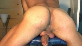 Good cock massage to this handsome latino soccer player !