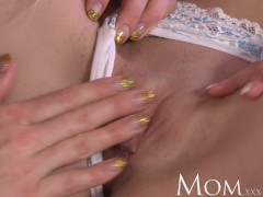Picture MOM Two bored housewifes use the afternoon t...