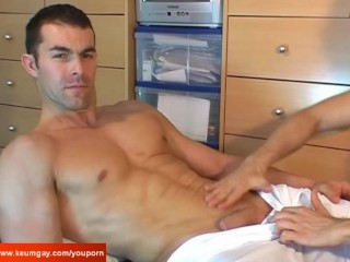 1srt time for a real straight guy get massaged by a guy !