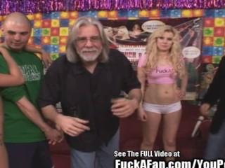 Hottie Blonde Syren Sexton Fucks a Lucky Fan