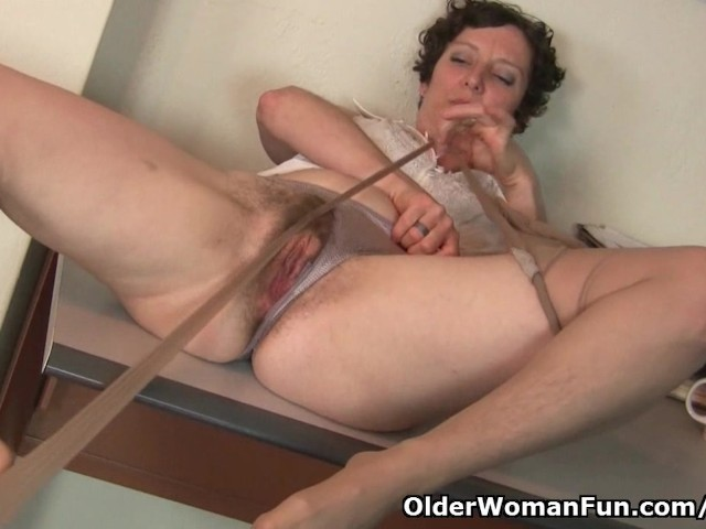 Hairy Gilf In Pantyhose Needs To Get Off - Free Porn -2590