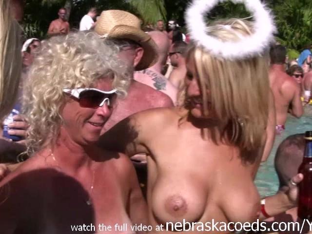gif of babe nude beach