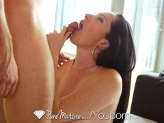 Picture Mature Bella Maree gets her dripping pussy f...
