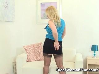 British mom Lucy exposing her fuckable body