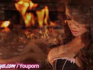Twistys - Curvy Ebony babe shows it all off