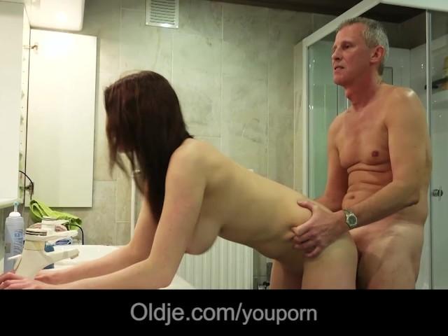 Tonic Oldman Fucking His Busty Teen Babe In Bath - Free -3624