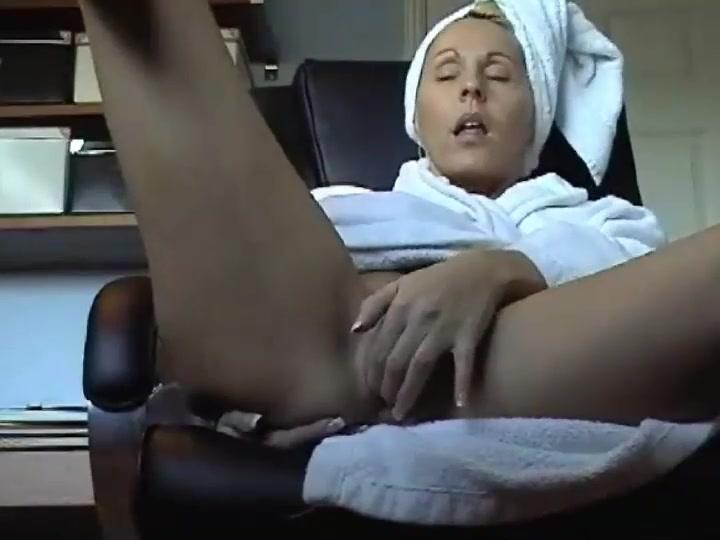 Hot naked women suckin cock