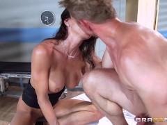 Picture Brazzers - Hot doctor Jessica Jaymes milks c...
