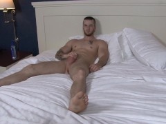 Picture Active Duty Gorgeous Quentin Masturbating