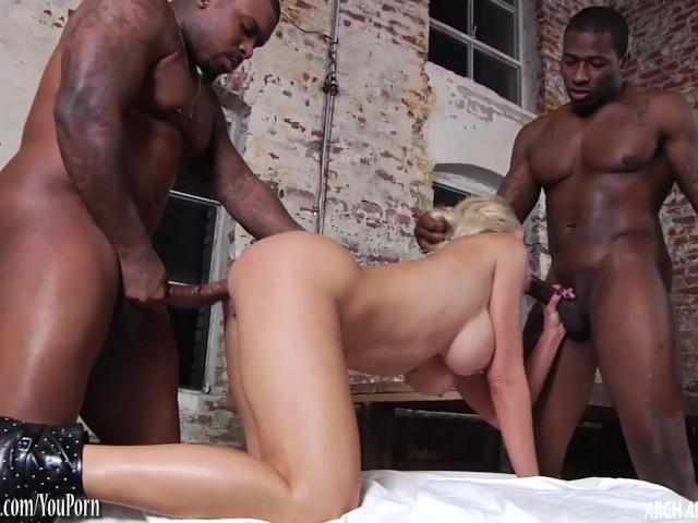 Thick Latina Threesome Bbc