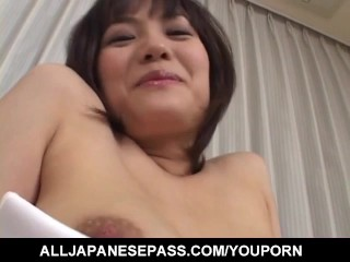Mako Takeda candy xxx video play on her bushy hole