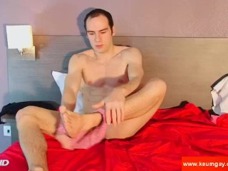 The bick cock of my straight neighbour can be seen gets sucked on video !